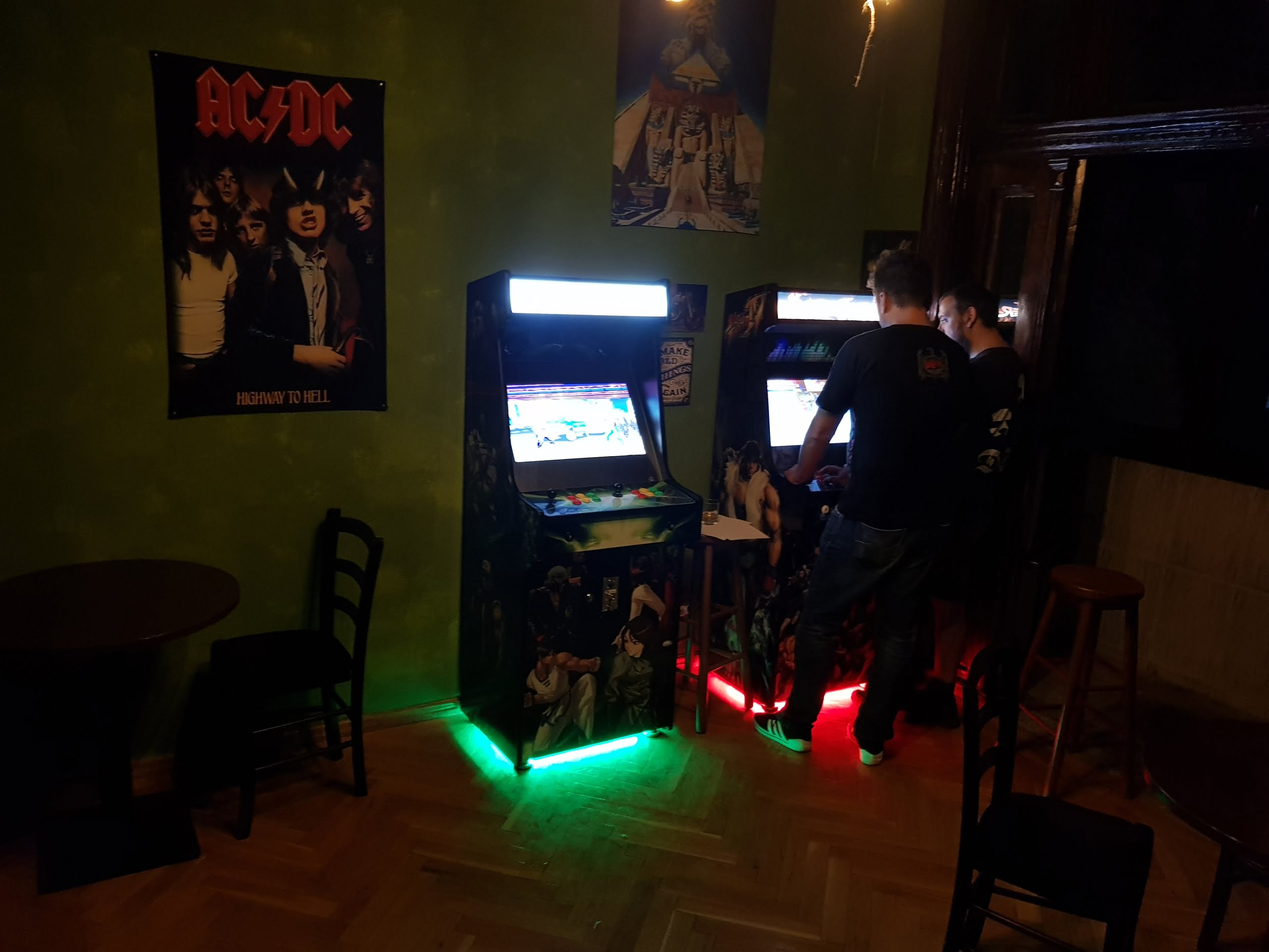Sam UK. Testimonial Arcade